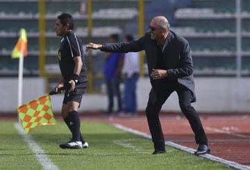 Técnico Arias realiza cambios tácticos  y decide cuidar a Callejón