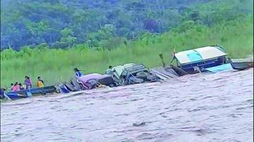 Una embarcación se hunde y rescatan a seis personas