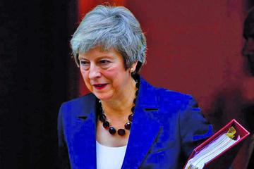 May recibe respaldo para defender pacto ante la UE