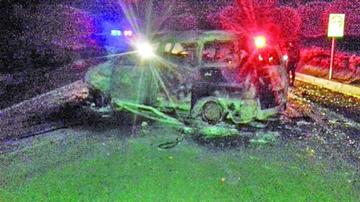 Chofer muere calcinado en choque de vehículos