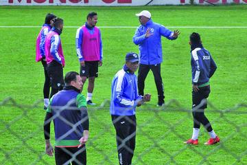 Arias ensaya un equipo sin los jugadores de la selección