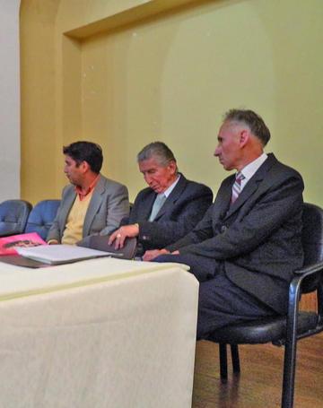 """Ordóñez presenta su libro """"Versos para una gitana"""""""