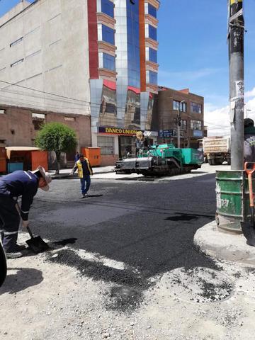 Funcionarios mejoran las calles deterioradas