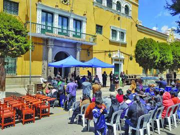 La Gobernación entrega equipamiento a institutos