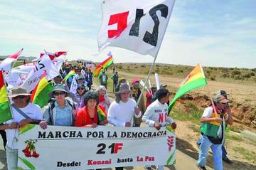 Plataformas marchan hacia La Paz contra la candidatura de Morales