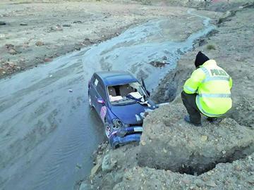 Aparatoso accidente deja tres personas lesionadas