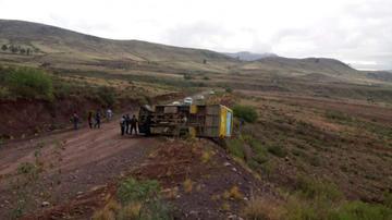 Bus provincial vuelca y deja a 21 personas lesionadas
