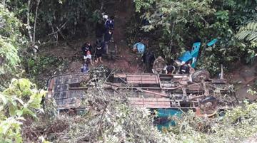 Embarrancamiento de un bus en Apolo deja 6 muertos y 17 heridos