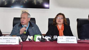 Revelan que dos vocales del OEP votaron contra la habilitación de Morales
