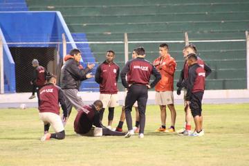 Técnico Alberto Illanes define hoy el equipo que enfrentará a San José