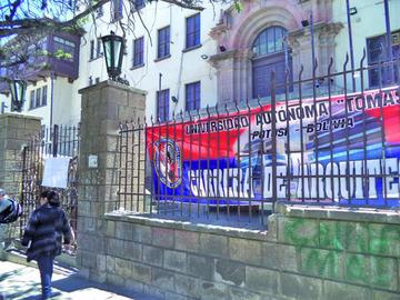 Reabren edificio central de la Universidad tras bloqueo de tres carreras