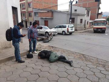 Atropellan a un efectivo policial en la calle La Paz