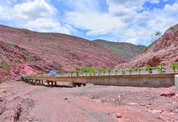 Chayanta recibe puente que permite la integración vial