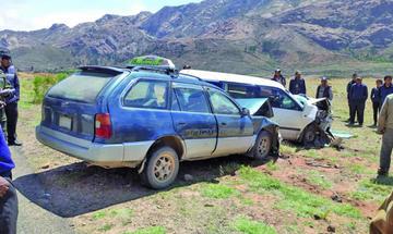 Choque de vagonetas deja cinco personas con heridas