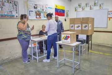 Oposición en Venezuela destaca la baja participación en comicios