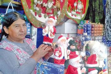 Centros de acogida inician feria navideña en Trinidad