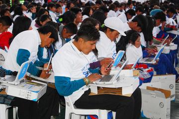 Aumenta el índice de uso de las computadoras Kuua de alumnos