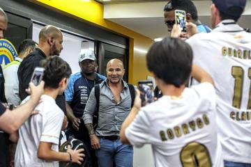 Hinchas del Santos reciben a Sampaoli