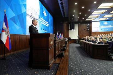 """Putin apuesta por el rearme ruso frente el """"militarismo"""" de EE.UU."""