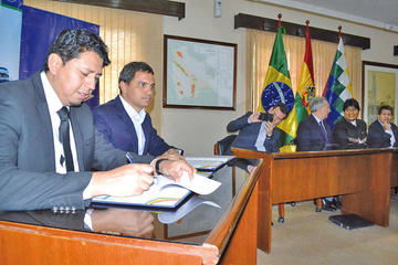 Bolivia firma 3 acuerdos de gas con empresas privadas de Brasil