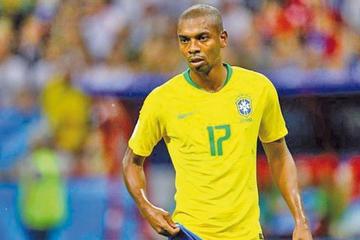 Tite revela que Fernandinho rehusó ser convocado tras ofensas a su familia