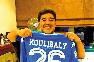 """Maradona apoya a Kalidou Koulibaly: """"yo también sufrí cantos racistas"""""""