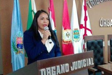 Teresa Garrón jura como presidenta de un Tribunal