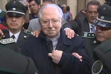 """Víctimas tildan de """"banda de delincuentes"""" a obispos chilenos"""