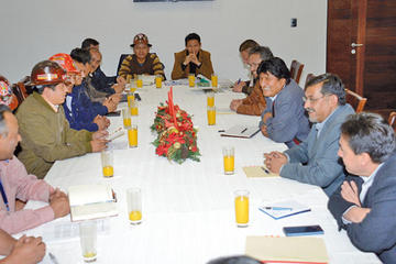 Evo Morales y la COB acuerdan leyes a favor de los trabajdores