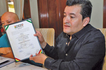 TSE desmiente haber retirado credencial a Jhonny Fernández