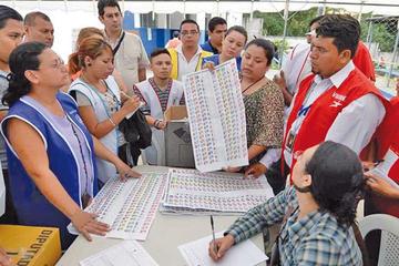 El Salvador apunta a un giro político histórico a un mes de las elecciones