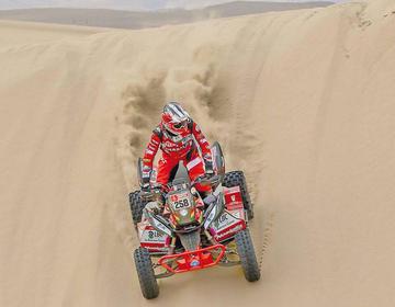 """El """"Team Nosiglia"""" hace temblar las dunas peruanas en la primera etapa del Dakar"""