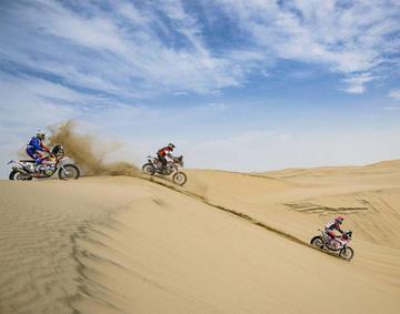 """El """"Lobo del desierto"""" doblega a las dunas del Perú y sube al noveno lugar de la clasificación"""