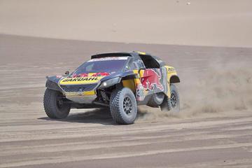Loeb suma su tercera etapa en coches y es segundo
