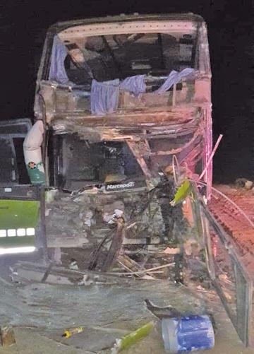 Ocho personas resultan heridas en colisión de vehículos en la vía Cotagaita