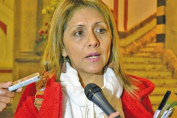 Opositores activan dos denuncias por encuesta contra ministra López