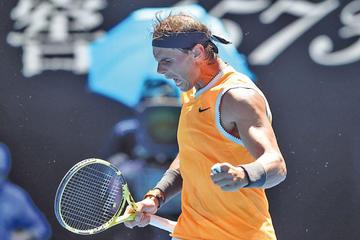 Nadal y Federer sonríen tras ganar sus duelos