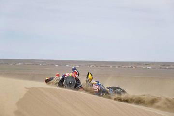 Óscar Fuertes completa una etapa más de la competencia  tras encallar en olla de arena