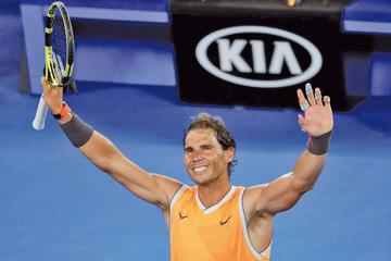 Nadal y Federer avanzan en Australia
