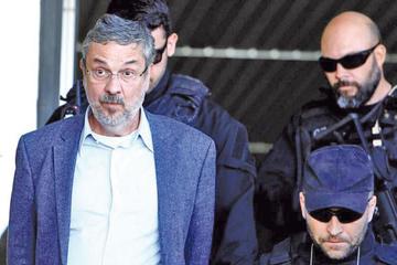 Exministro dice que entregó a Lula sobornos en efectivo