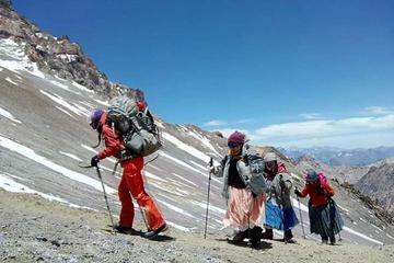 Cholitas escalan  el Aconcagua hoy