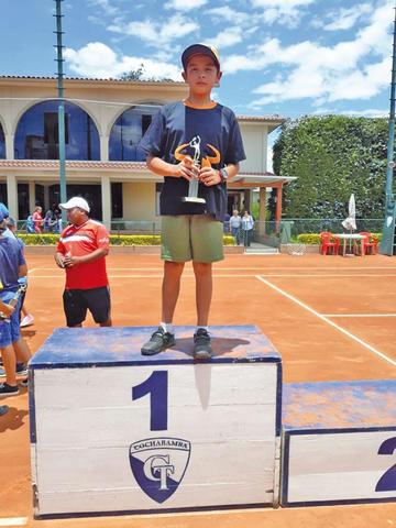 Potosino Sandoval se corona campeón nacional de tenis en Cochabamba