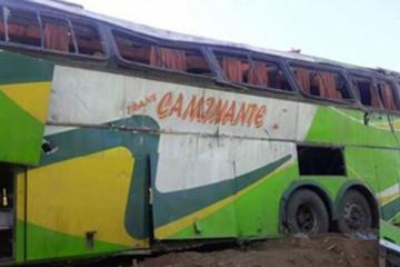 Un bus se embarranca y deja siete fallecidos