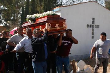 Sube a 100 la cifra de fallecidos por explosión de gasolina en México