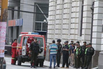 Policía frustra un atraco al Banco Mercantil y hay siete detenidos