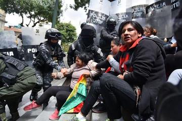 Policía reprime y echa a los desocupados de Huanuni