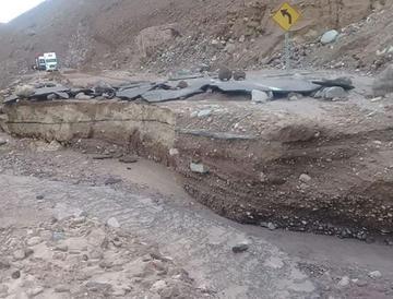 Destrucción de una vía en Chile frena exportación de minerales