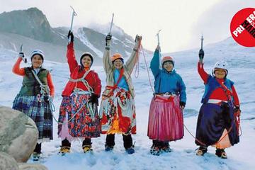 Revista de España destaca destreza de cholitas alpinistas