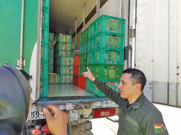 Incautan un camión de  pollos valuado en más de 200.000 bolivianos