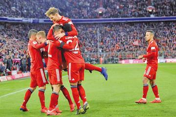 Bayern gana y se pone a cinco puntos del líder